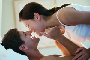 Photo: Couple laughing // Thinkstock