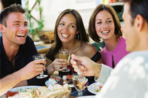 Photo: Friends talking // Thinkstock