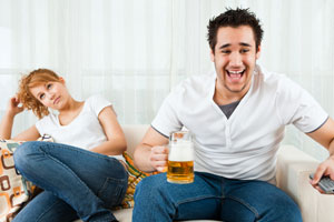 Photo: Couple on couch // Shutterstock