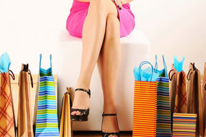 Photo: Woman shopping // Shutterstock