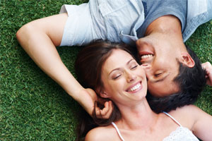 Photo: Couple in Grass // Shutterstock