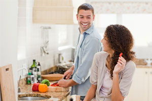 Photo: Couple cooking // Thinkstock