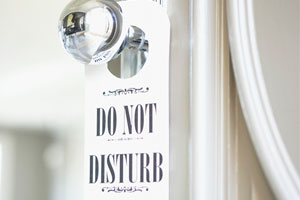 Photo: Do not disturb sign // Veer