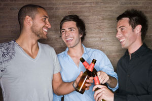 Photo: Men drinking beer // iStock