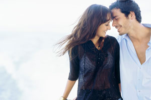 Photo: Couple near water // Thinkstock