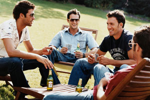 Photo: Guys drinking // Thinkstock