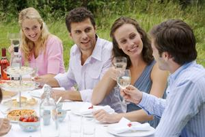 Photo: Friends at lunch // Thinkstock