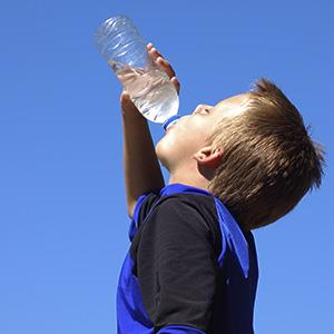 Photo: Little boy drinking water in a heat wave / Peter Miller/Getty Images