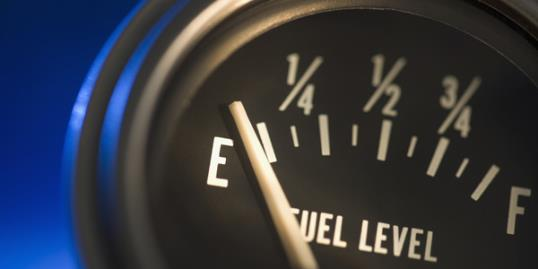 Photo: How far will your car go on empty / Tetra Images/Getty Images