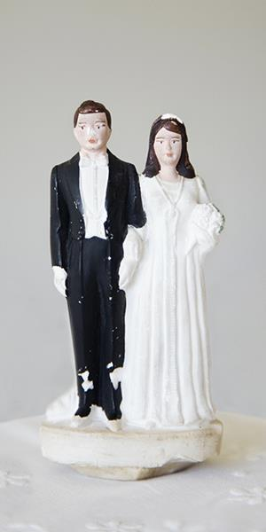 Photo: Bride and groom cake topper / Jacqueline Veissid/Getty Images