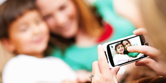 Cellphone photos pose risk to kids' privacy / Steve Debenport/Getty Images