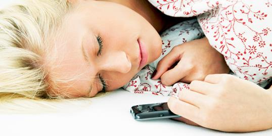 Sleep texting / Michael Bodmann/Getty Images