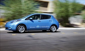 2012 Nissan Leaf (© Nissan North America)