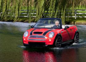 Mini Chili Red Convertible boat. Photo by Mini.