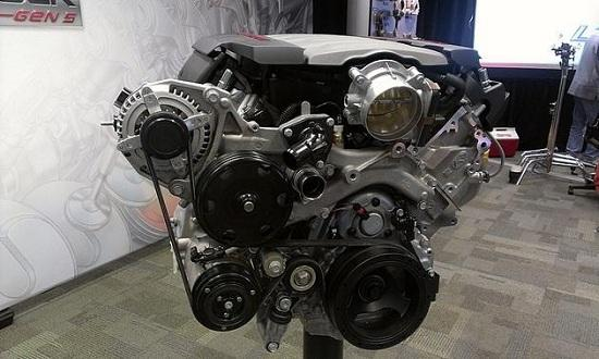 Front view of the 2014 Chevrolet Corvette engine (© Dale Jewett of Autoweek)