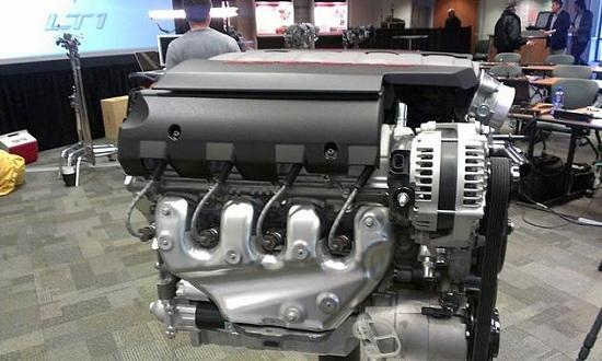 Side view of 2104 Chevrolet Corvette V8 engine (© Dale Jewett of Autoweek)