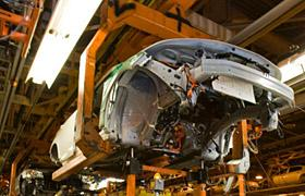 Chevrolet Volt on the assembly line (c) GM