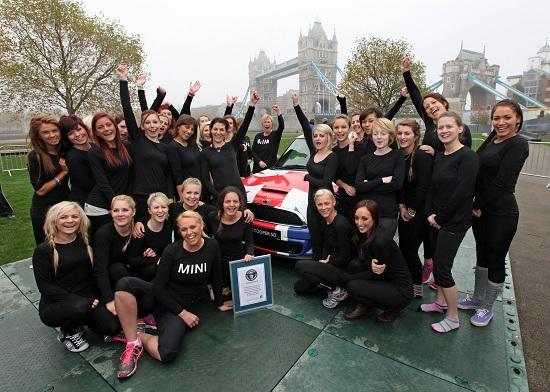 28 gymnasts fit in a MINI Cooper (© BMW Group)