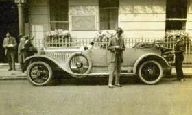 James Radley setting off from Brown's Hotel in London in May 1913 in a Rolls-Royce Silver Ghost. Photo by Rolls-Royce.
