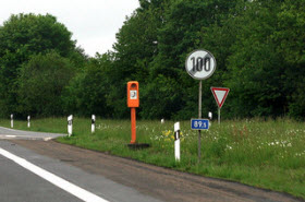 German autobahn end speed limit sign. Photo by Flikr user aperture_lag.