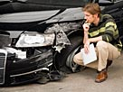 Image: Insurance adjuster assessing damage to car © Echo/Cultura RF/Getty Images