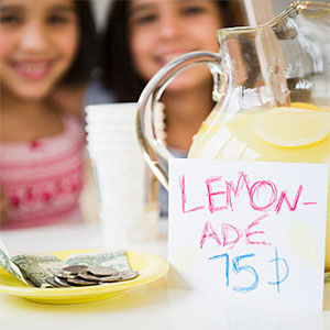 Children with lemonade stand © Jamie Grill, Tetra images, Getty Images