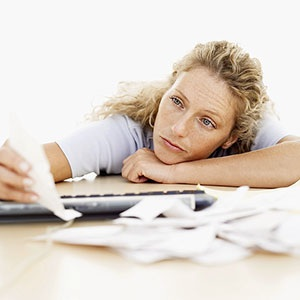 Woman with paperwork (© Getty Images)
