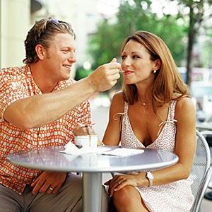 Image: Man feeding woman © Jack Hollingsworth/Brand X/Getty Images