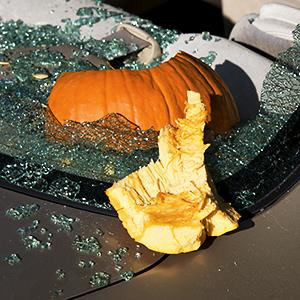 Broken rear car window damaged by a Halloween pumpkin © David Whitney/Getty Images