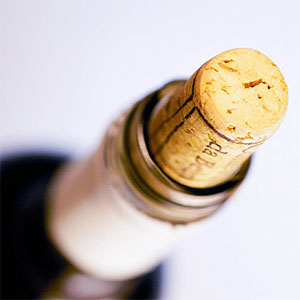 High angle view of a wine bottle © Glowimages, Glowimages, Getty Images