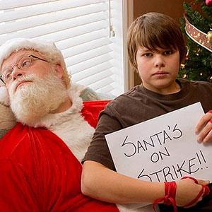 Santa Claus on strike © Steve Nagy/age fotostock