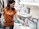 Image: Woman shopping in interior design shop, side view © Alistair Berg/Digital Vision/Getty Images