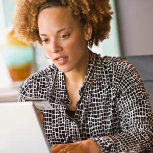 African-American woman shopping online © Ariel Skelley/Blend Images/Getty Images
