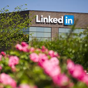 LinkedIn Corp. headquarters in Mountain View, Calif. on April 25, 2013 (© David Paul Morris/Bloomberg via Getty Images)