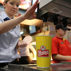An employee pours a soft drink at a Wendy's fast food restaurant in Moscow, Russia, on April 5, 2013 (© Andrey Rudakov/Bloomberg via Getty Images)