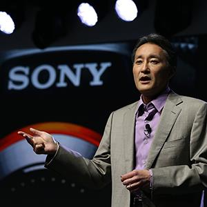 File photo of Sony CEO Kazuo Hirai speaking on January 7, 2013 (© Justin Sullivan/Getty Images)
