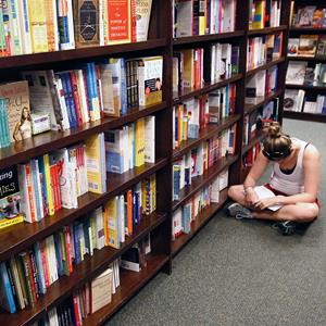 A girl reads in an aisle at a Barnes and Noble bookstore in Falls Church, Va., on August 24, 2010 (© Kevin Lamarque/Reuters)