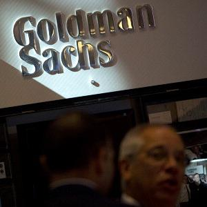 The Goldman Sachs logo at the company's booth on the floor of the New York Stock Exchange, on July 19, 2013 (© Scott Eells/Bloomberg via Getty Images)