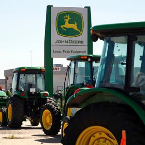 John Deere vehicles at a dealer in Longmont, Colo., on August 18, 2010 (© Rick Wilking/Reuters)