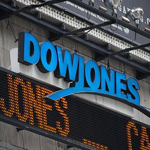 Dow Jones news ticker in Times Square © Paul Taggart/Bloomberg via Getty Images
