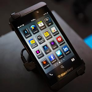 A Blackberry Z10 is displayed at a store in Toronto, Canada, on February 5, 2013 (© Mark Blinch/Reuters)