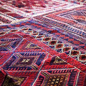 Image: Design on rug in market © Image Source/Getty Images