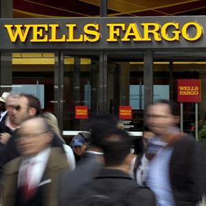 Pedestrians pass in front of a Wells Fargo bank in New York City in 2012 (© Peter Foley/Bloomberg via Getty Images)
