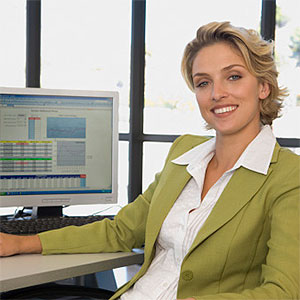 Buisness woman at the computer smiling © unique pic, Cultura, Getty Images
