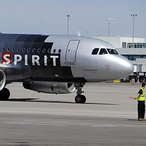 File photo of at Spirit Airlines Airbus A319 aircraft arriving at Denver International Airport on May 3, 2012 (© Andy Cross/The Denver Post via Getty Images)