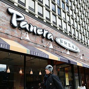 A pedestrian passes a Panera Bread Co restaurant © John Gress/Reuters
