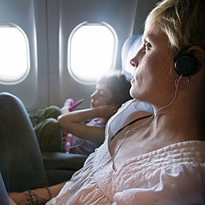 Image: Mother and daughter watching in-plane movie © Ron Levine/Photodisc/Getty Images