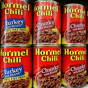 Cans of Hormel chili are displayed on a grocery shelf (© Seth Perlman/AP)