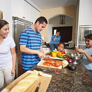 Logo: Family preparing food (ERproductions Ltd, Blend Images, Getty Images)