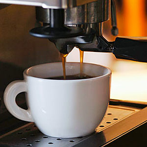Logo: Espresso machine with mug, close-up (nd61, SuperStock)